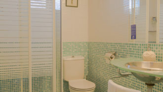 Amalurra Bathroom Twin Room